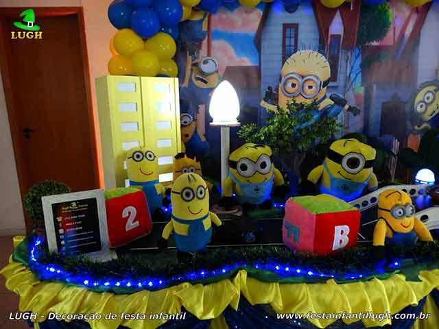 Mesa temática de aniversário tema Minions