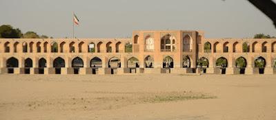 Río sin agua en Isfahan