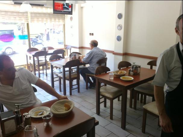 paçacı hüsnüde müşteriler ağız tadıyla çorbasını içerken