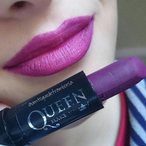 Resenha e swatches do batom matte Queen Makeup 06, um batom roxo lindo