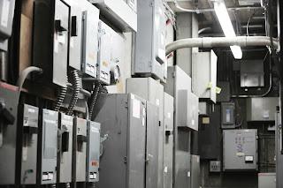 Centro de control analógico de un edificio, sala de máquinas