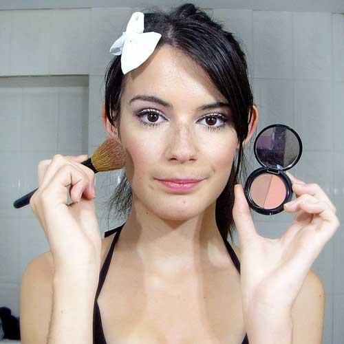 maquillaje de noche aplicar colorete monika sanchez