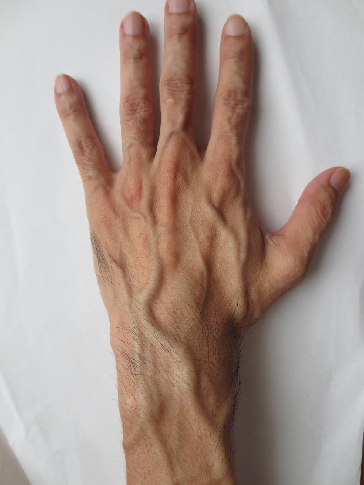 血管 浮き出る こうして に する 改善 は 手 腕