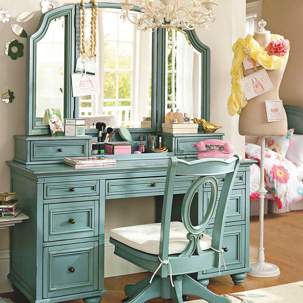 Catchy Dressing Room With Vintage Green Make Up Table Design Ideas
