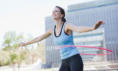 Bài tập giảm béo hông với động tác lắc vòng