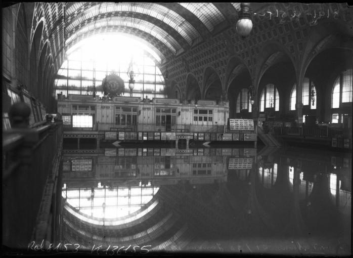 paris under water incredible vintage pictures of paris great flood