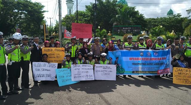 Polantas Polres Bone Demo Bersama Mahasiswa, Ini Sebabnya
