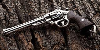 pistol perak