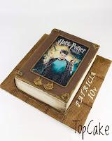 Kirjakakku, kuvakakku, lastenkakku, topcake, täytekakku, syntymäpäiväkakku, suklaakakku, kirja, satukirja,