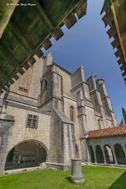Galería norte del Claustro de la Catedral de Santa María en Saint Bertrand de Comminges por El Guisante Verde Project