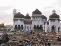 10 Masjid di Indonesia yang selamat dari bencana