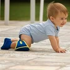 gambar bayi cantik belajar merangkak