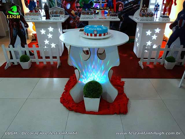 Decoração infantil Os Vingadores - Mesa decorada provençal