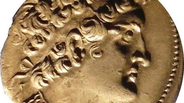 في مصر فقط .. لصوص آثار يكتشفون مقصورة تعود لما قبل الميلاد... سبحان الله شاهد شكلها الغريب جدا