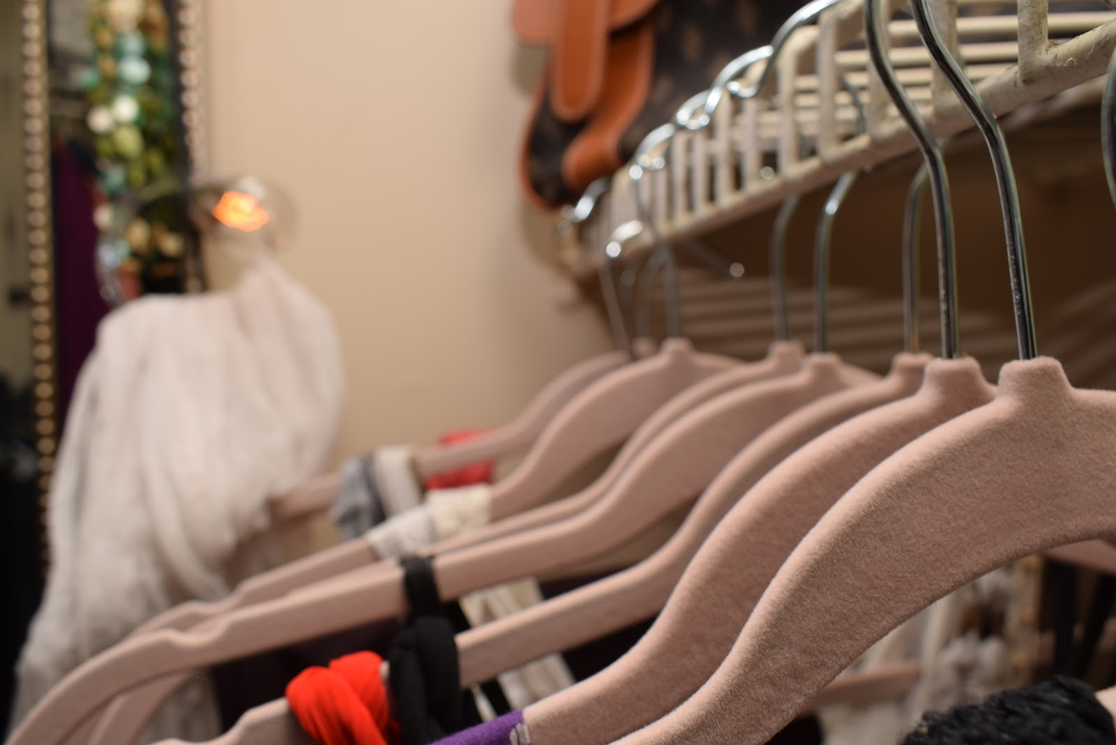 www.spacesmadeperfect.com, How to Organize a Small space adding velvet hangers