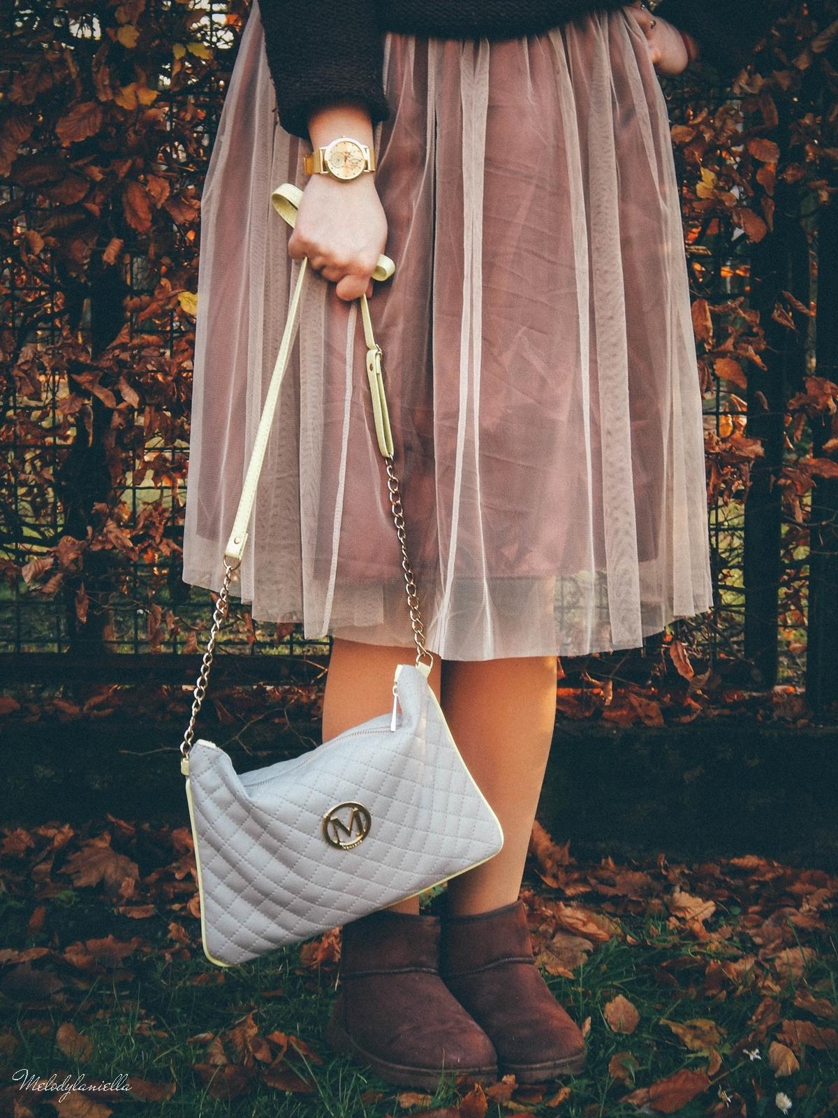 4. jesienna stylizacja tutu tiulowa spódnica dla dorosłych brązowy sweter torebka manzana melodylaniella autumn style fashion ciekawa stylizacja na jesień brązowa spódnica.jpg manzana