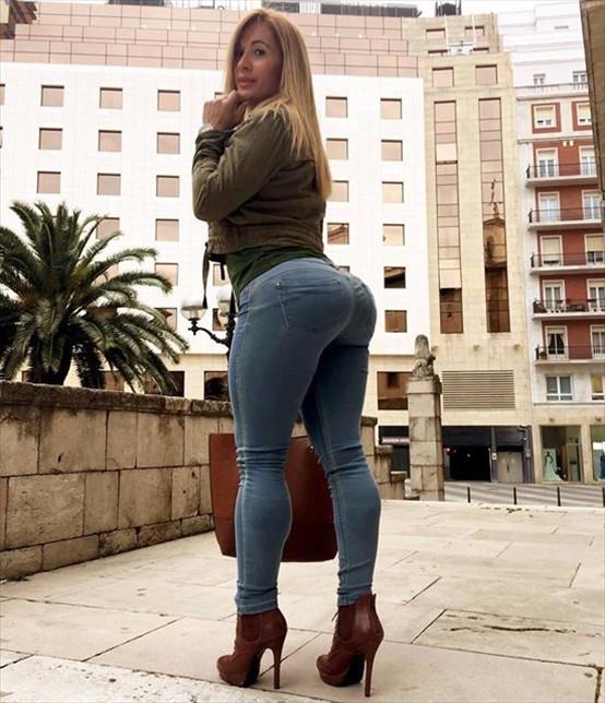 Fitness Model VICTORIA LOMBA Instagram