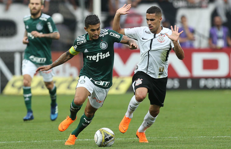 Palmeiras vence Corinthians e larga na frente no primeiro jogo da ... 3787830f1e120