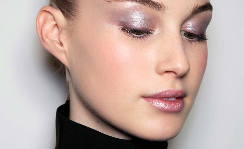How to Pull Off the Holographic Makeup Trend
