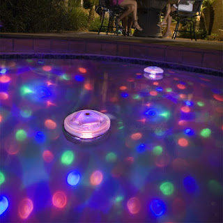 The application of color combinations to pool decorations