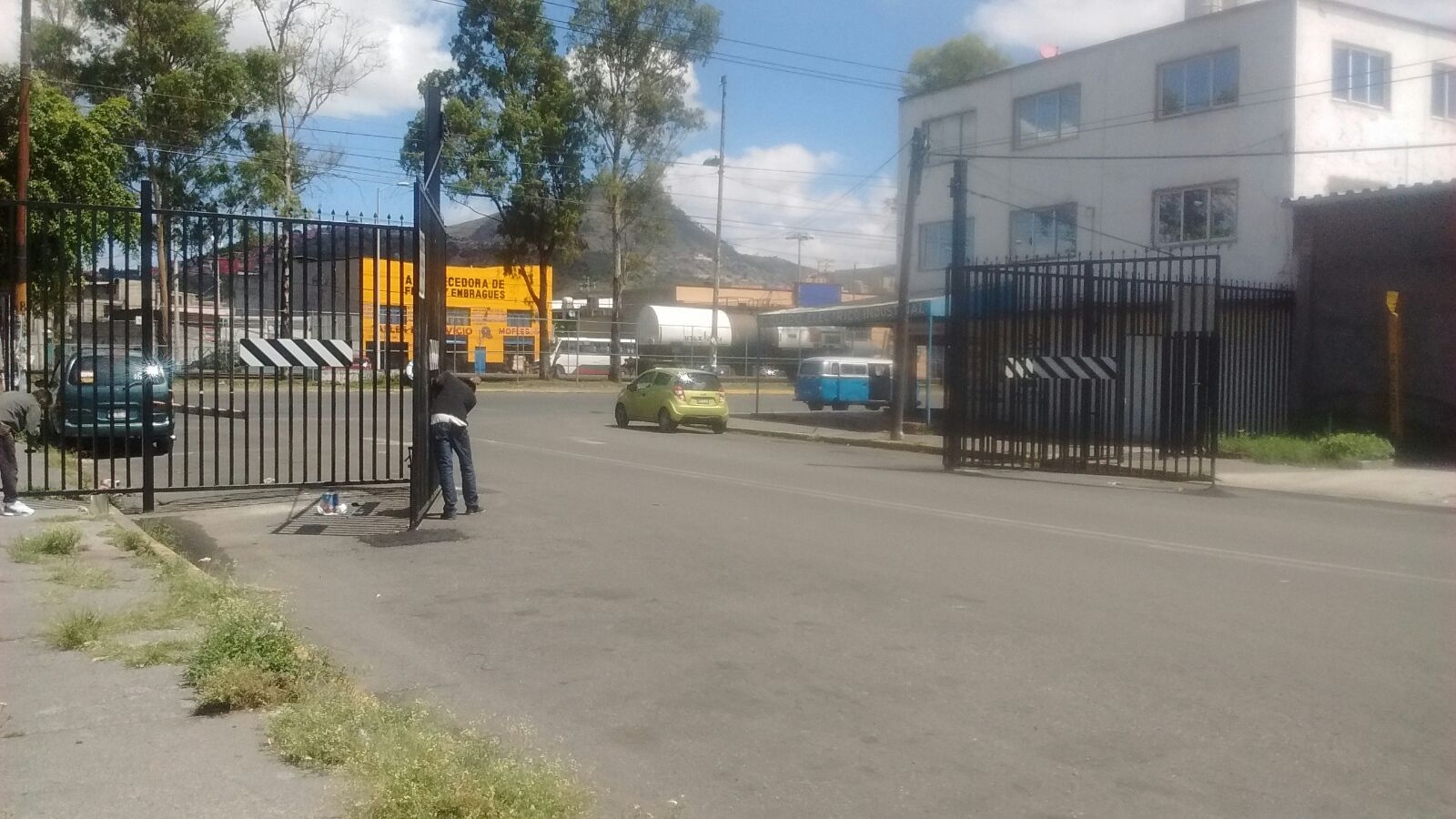 Vecinos Y Comerciantes De Industrial Xalostoc Rechazan  # Muebles Paquita Santa Cruz De La Zarza
