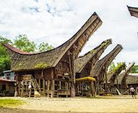 Rumah-Adat-tradisional-Tongkonan-Tana-Toraja-Sulawesi-Selatan