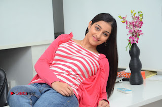 Telugu Actress Mouryani Latest Pos in Blue Denim Jeans  0235.JPG