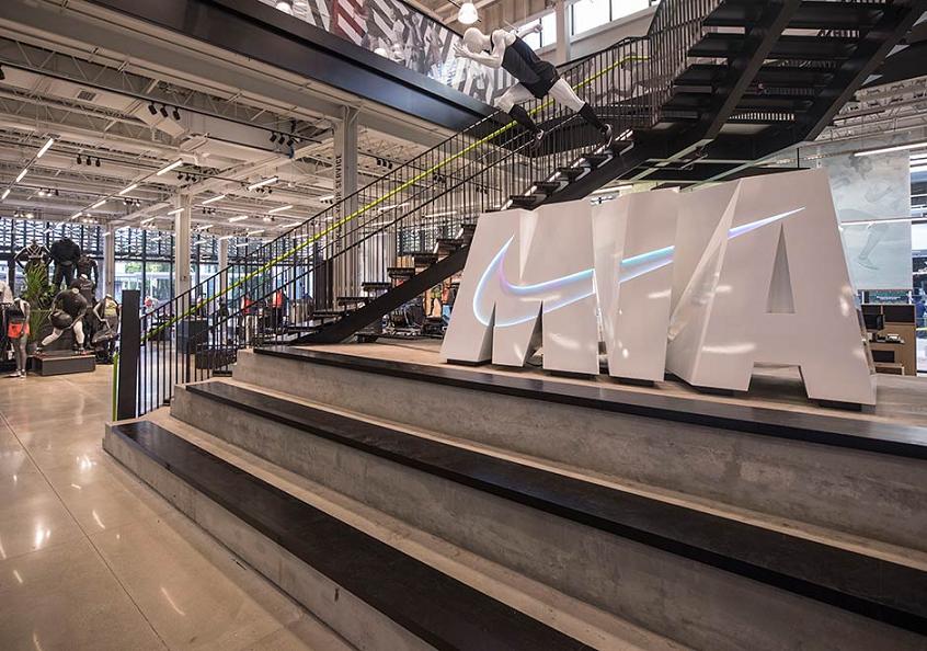 As lojas outlet da marca Nike são muito bem montadas e divididas 441f018670cf6