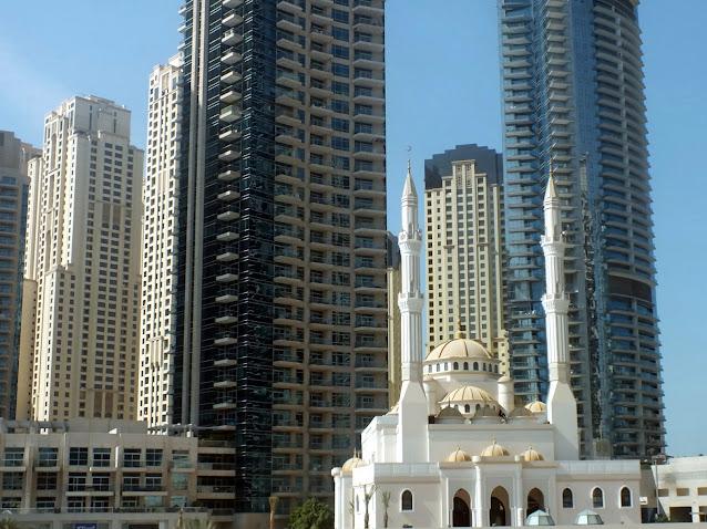 contraste arquitectónico en Dubai