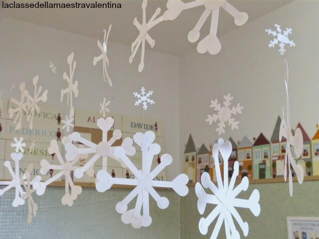 La classe della maestra valentina tanti fiocchi di neve for Addobbi natalizi per la classe