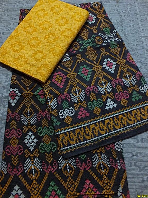 Untuk Anda yang memiliki jiwa seni yang tinggi dan suka dengan inovasi.  Paduan kain batik dan embos ini patut Anda coba sendiri di rumah. 87cd5ebc1b