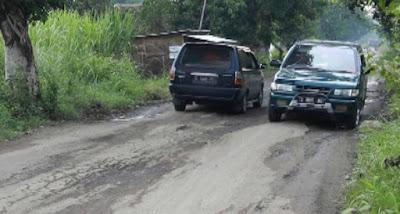 Jalur Penghubung Tiga Kabupaten di Jombang Rusak Parah