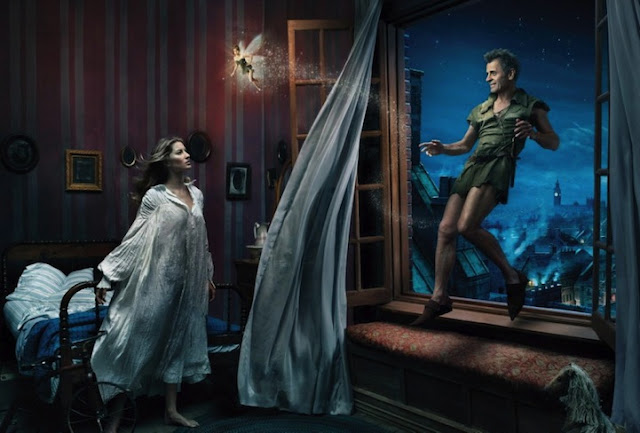 A modelo Gisele Bündchen como Wendy, o dançarino e ator Mikhail Baryshnikov como  Peter Pan e a atriz e comediante Tina Fey como Sininho.