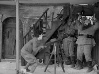 """Кадр из к/ф Чарли Чаплина """"На плечо"""" / Shoulder Arms (1918) - 18"""