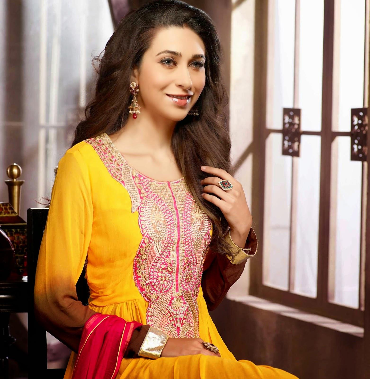 Nude Karishma Kapoor 13 Fotos Boobs, Facebook-6583