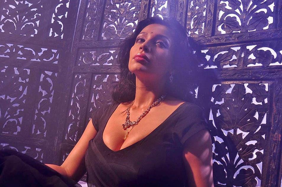 Asha Saini Hot Stills In Black Saree