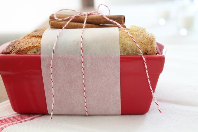 Homemade Christmas gift idea including easy cinnamon sugar bread recipe via www.julieblanner.com