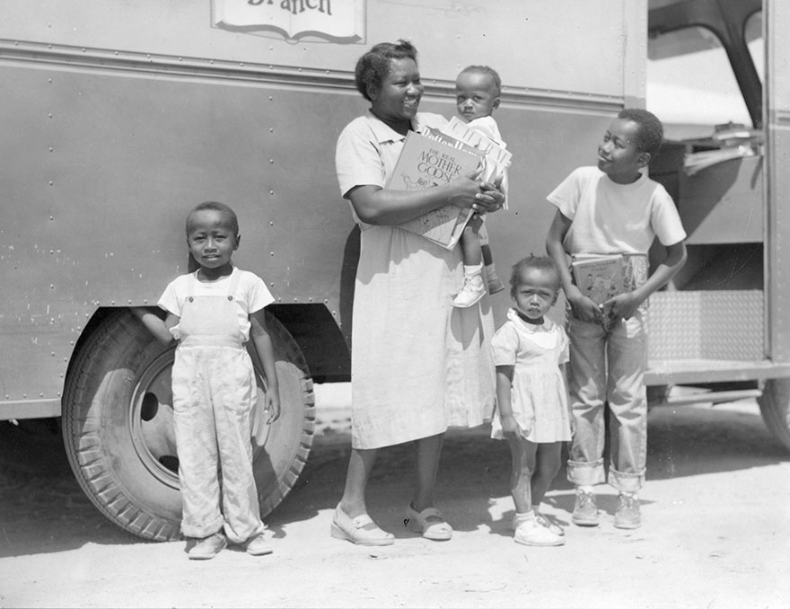 Before Amazon, We Had Bookmobiles 15+ Rare Photos Of Libraries-On-Wheels - Mrs. Josie Sanders, Richard Sanders, Jerome Sanders And Two Younger Children. C1950s