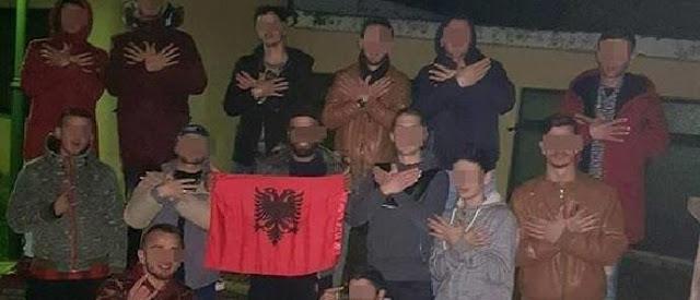 ΑΠΙΣΤΕΥΤΗ ΠΡΟΚΛΗΣΗ από Αλβανους στον Τύρναβο! Ύψωσαν την Αλβανική σημαία έξω από σχολείο (ΦΩΤΟ)