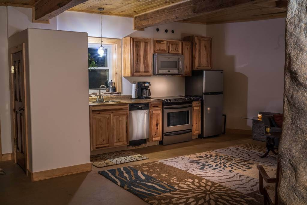 06-Kitchen-airbnb-The-Bedrock-Cave-Cottage-Architecture-www-designstack-co