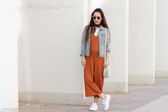BLogger influencer embarazada de moda de Valencia con ideas de look comodos y con accesorios estilosos