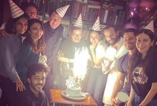 अपनी ही बर्थडे पार्टी में हाथ में गिलास लिए केक पर बैठी दिखी करीना, पार्टी की तस्वीरें आयी सामने (Kareena Kapoor Birthday Party Special Images), Trending Images, Kareena Special, Birthday Party Images Of Kareena Kapoor