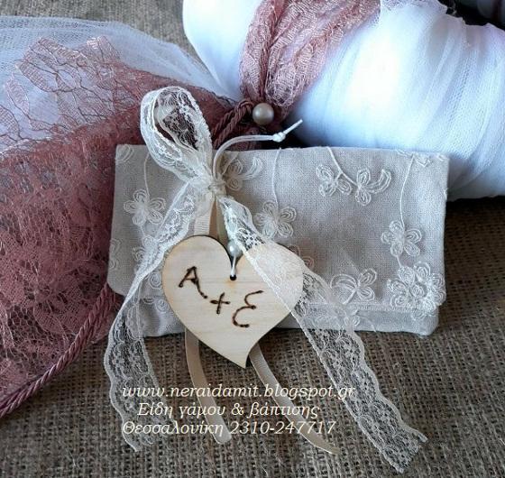 73e0fcd26187 μπομπονιέρα γάμου πουγκί καμβά με κεντημένα λουλούδια με δαντέλα