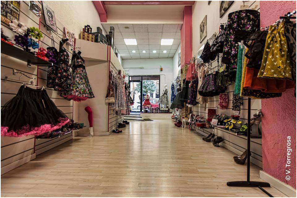 HADAS PINUP es la única tienda física dedicada y especializada en moda Pin  Up y sus años dorados. e43fb787add