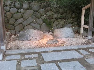 鎌倉宮・厄割り石