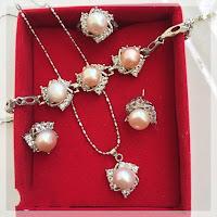 Set Perhiasan Mutiara