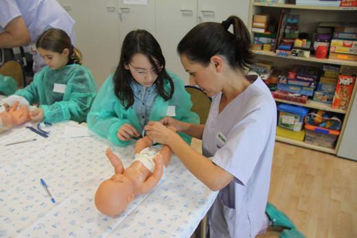 El Hospital La Fe ofrece un taller para hermanas y hermanos de pacientes ingresados en Neonatología