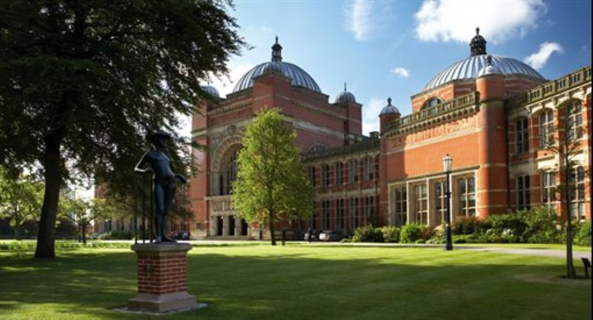 university of birmingham law dissertation This programme draws upon birmingham law school's research strengths in international law, international humanitarian law, criminal law and justice, and human rights, enabling students to develop expertise in a wide range of relevant international law subjects.