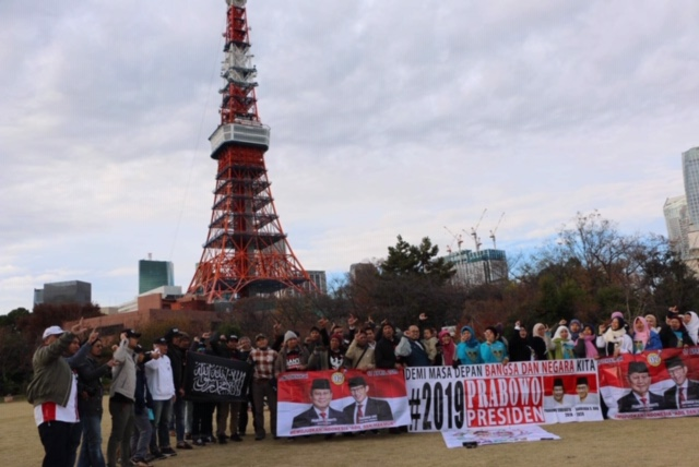 WNI Jepang Deklarasi Dukung Prabowo Sandi di Tokyo Tower