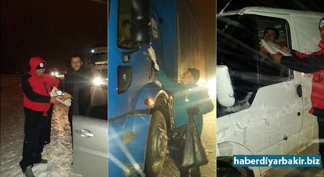 DİYARBAKIR-Diyarbakır Valiliği, dün etkisini gösteren yoğun kar yağışının meydana getirdiği aksaklıklar üzerine yazılı basın açıklaması yaptı.